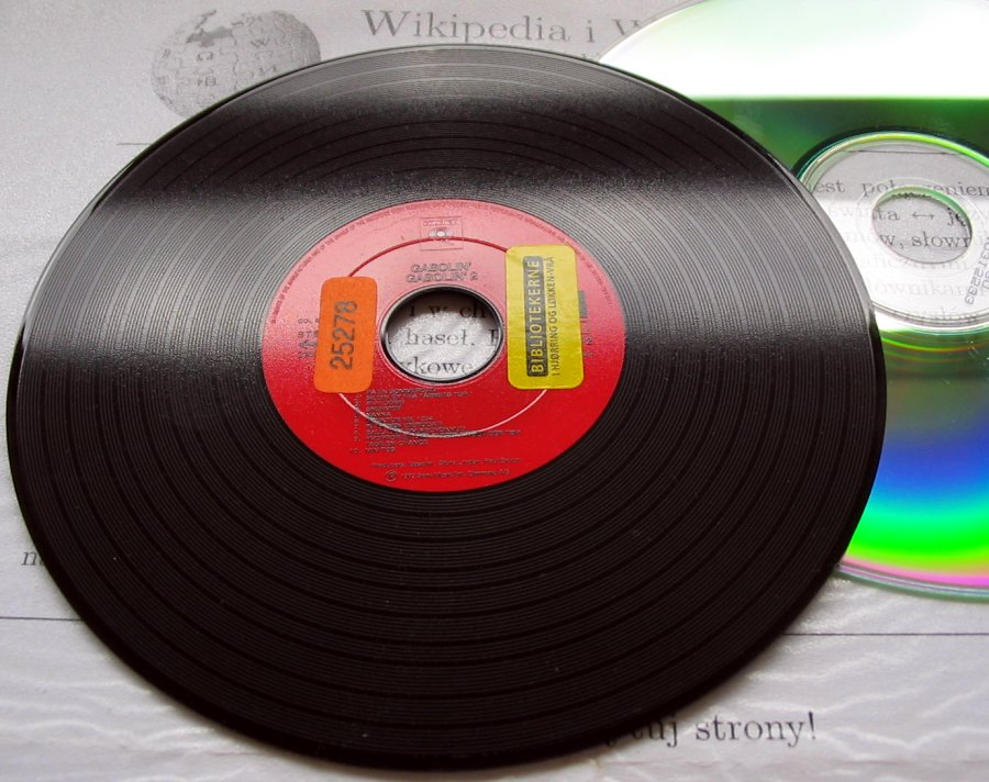 Vinyl records versus CD = what do hi-fi lovers prefer?